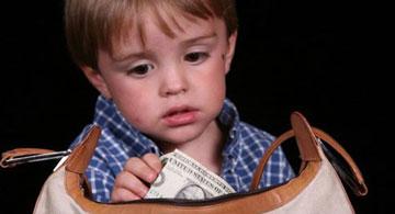 چرا کودکان دزدي مي کنند