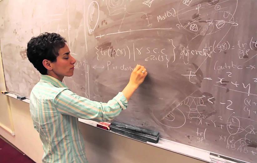میرزاخانی در ۳۱ سالگی در دانشگاه استنفوردبه عنوان استاد مشغول به تدریس شد.