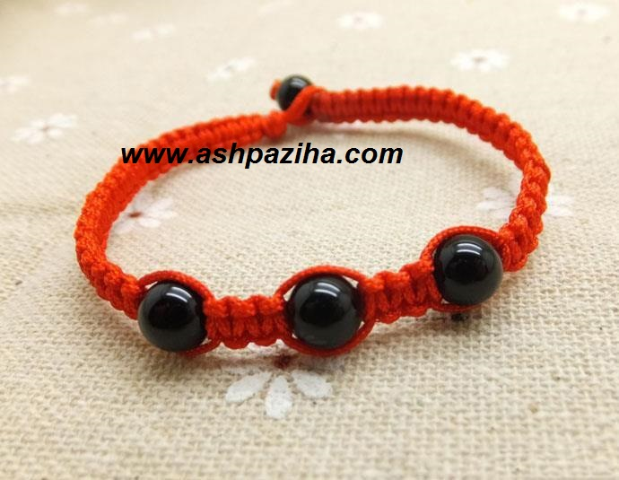 Training-of-bracelet-with-beads-agate-image (1)